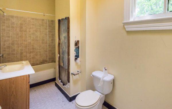piperbear_bathroom_1 before