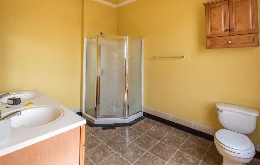 piperbear_bathroom_2 before