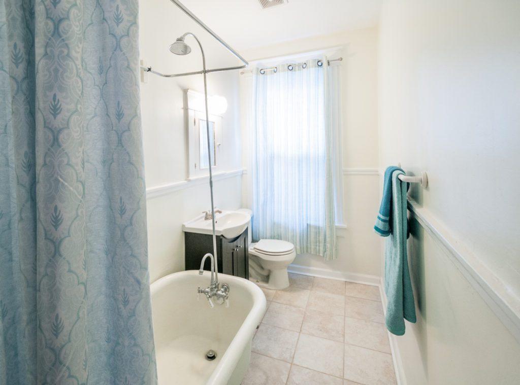 403 W 24th St hall bath