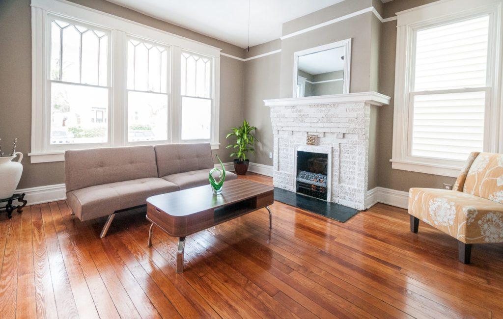 403 W 24th St living room full
