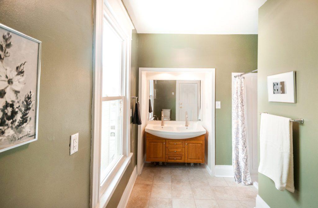 403 W 24th St master bath