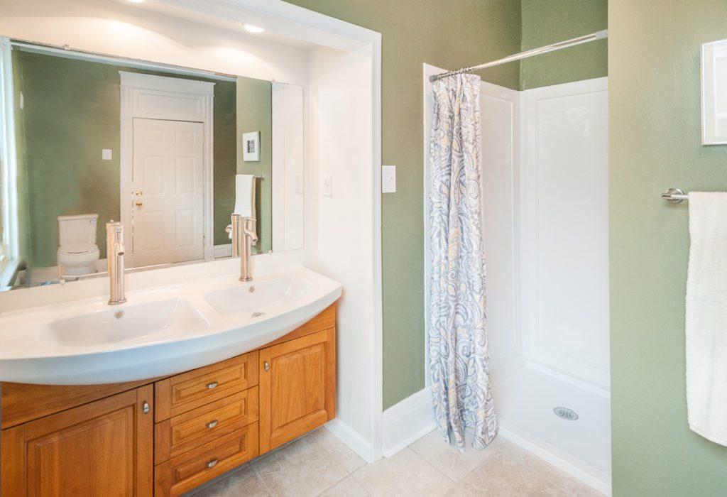 403 W 24th St master bath2
